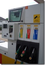 Shell petrol pump. Image from http://flickr.com/photos/naturenet/561642266/, licenced under CC 2.0.